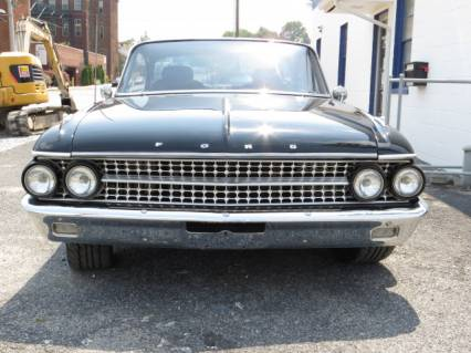 1961-ford-starliner-img-2