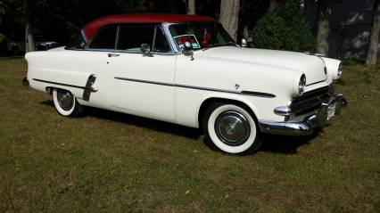 1953 FORD CRESTLINE VICTORIA WITH AIR